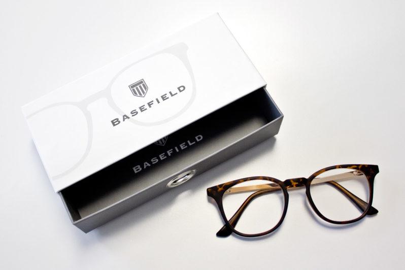 Print-Referenz Lesebrillenverpackung Primetta – Basefield